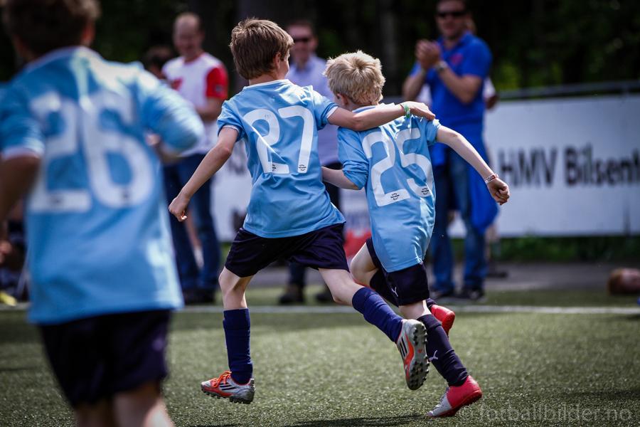 Sædalen IL jubler på Voss Cup 2013 foto: © fotballbilder.no