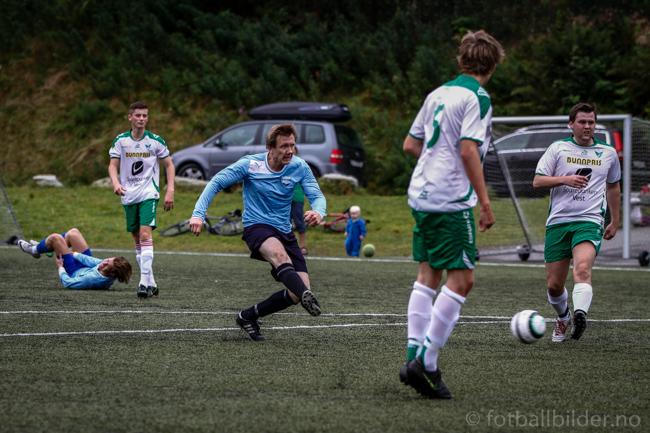 Sædalen - Harding 2-3: Henning Aga scorer 1-0 målet foto: Bernt-Erik Haaland / fotballbilder.no