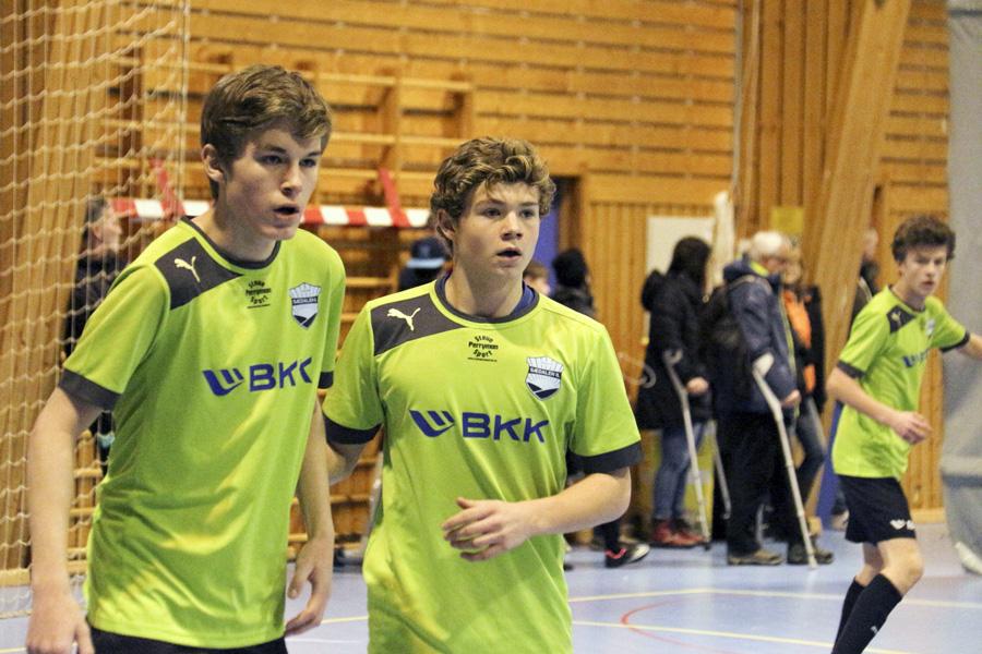 Simen Oen, Jonas Fredriksen og Eirik Nesse (bak til høyre). Foto: Karstein Oen